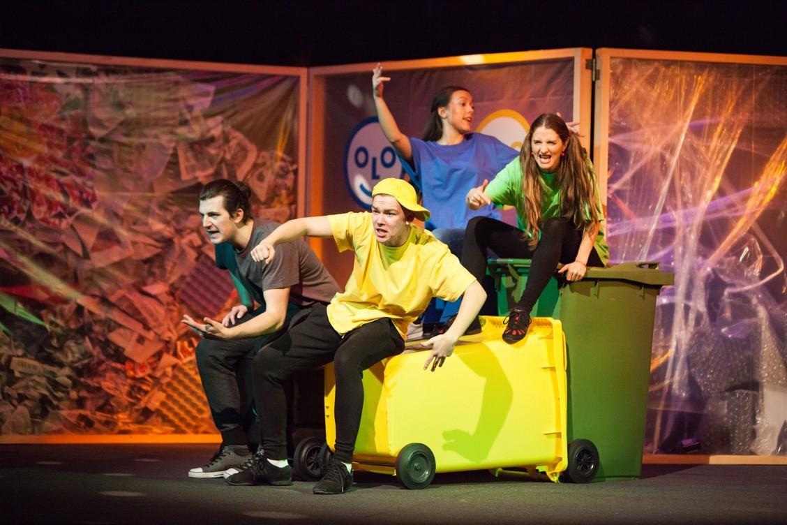 Interaktívne divadelné predstavenie ODPADla nám hodina naučí deti správne triediť odpad